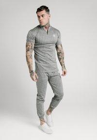 SIKSILK - Pantalon de survêtement - grey pin stripe - 1