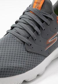 Skechers Performance - GO RUN FOCUS - ATHOS - Neutral running shoes - charcoal/orange - 5