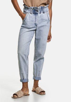 MIT PAPERBAG BUND - Slim fit jeans - light blue denim