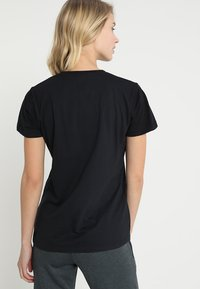 Hummel - HMLGO  - T-shirt z nadrukiem - black - 2