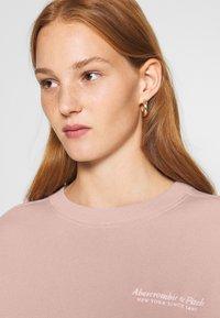 Abercrombie & Fitch - ITALICS SEAMED LOGO CREW - Sweatshirt - pink - 3