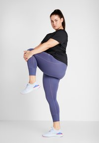 Nike Performance - PLUS - Jednoduché triko - black/white - 1