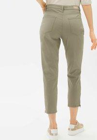 BRAX - STYLE MARY S - Pantalon classique - light khaki - 2