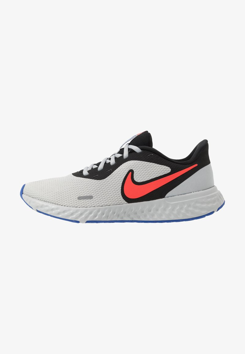 Nike Performance - REVOLUTION 5 - Neutral running shoes - black/chile red/light smoke grey