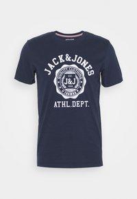 JJFLOCK TEE CREW NECK - Print T-shirt - dark blue