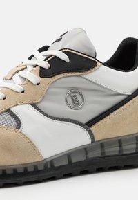 Bogner - ESTORIL - Sneakersy niskie - sand/grey/white - 5