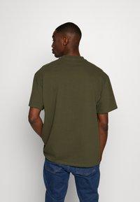 Weekday - UNISEX GREAT - T-shirt - bas - khaki green - 2