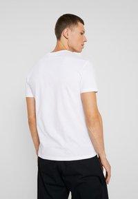 Pier One - T-shirt med print - white - 3