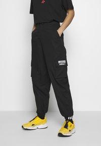 adidas Originals - TRACK PANT - Cargobukse - black - 0