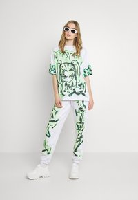 Jaded London - NOT YOUR PRINT JOGGERS - Tracksuit bottoms - green - 1