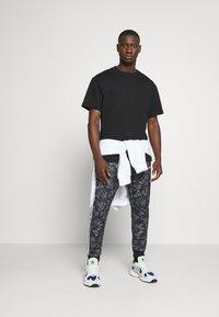 adidas Originals - GOOFY - Tracksuit bottoms - black/white - 1