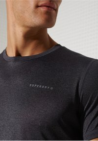 Superdry - ACTIVE - Sports shirt - black stripe - 2
