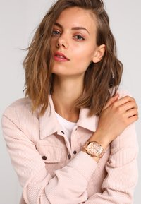 Guess - LADIES  - Hodinky - rose - 0