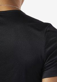 Reebok - WORKOUT READY GRAPHIC TEE - Print T-shirt - black - 4