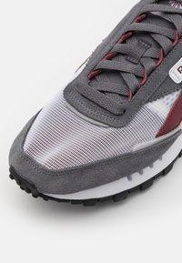 Reebok Classic - LEGACY UNISEX - Sneakersy niskie - cold grey/footwear white/matte silver - 5