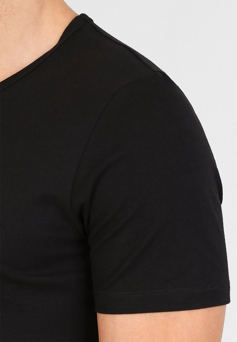 Jack & Jones JACBASIC V-NECK TEE 2 PACK  - Podkoszulki - black - Odzież męska 2020