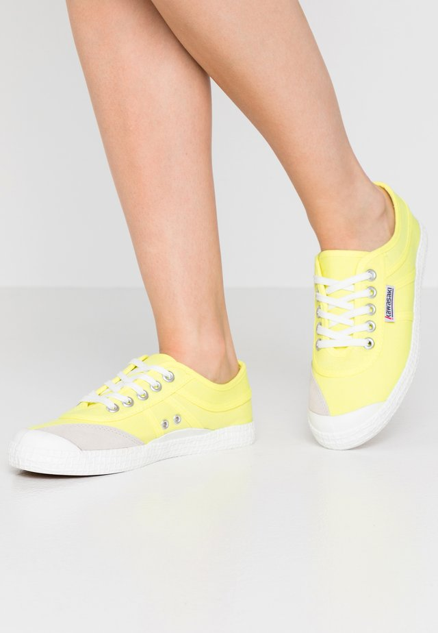 Sneakers laag - safety yellow