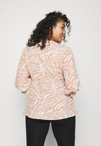 Forever New Curve - MARGOT CURVE PUFF SLEEVE WRAP - Blouse - natural mixed - 2