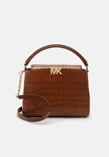 KARLIE SATCHEL - Handbag - chestnut