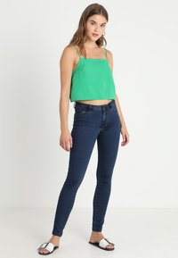 Vero Moda - VMJULIA FLEX IT - Jeans Skinny Fit - dark blue denim - 2