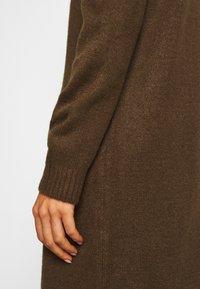 ONLY - ONLBRANDIE ROLL NECK DRESS - Strikket kjole - chicory coffee - 5