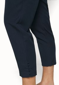JUNAROSE - by VERO MODA - JRGENTA TAILORED ANKLE PANTS - Trousers - navy blazer - 3