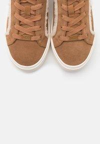 UGG - ZILO HERITAGE - Sneakers laag - chestnut - 5