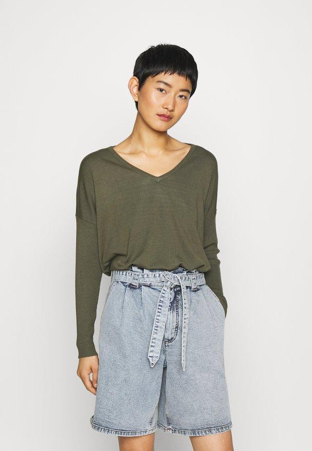 Pullover - grape leaf