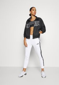 Puma - AMPLIFIED - Tracksuit bottoms - white
