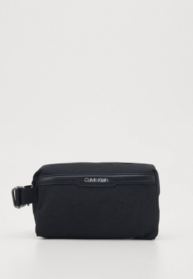 Calvin Klein - WASHBAG - Trousse de toilette - black