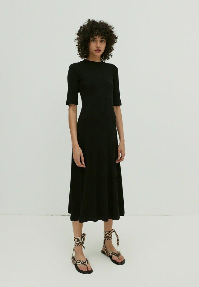 TAYLA - Jersey dress - schwarz