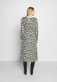 Marc O'Polo - DRESS FEMININE STYLE - Denní šaty - multi - 2