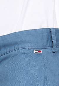 Tommy Jeans - DOBBY CHINO - Szorty - audacious blue - 4