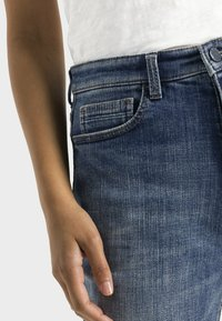 camel active - LOOSE FIT JEANS - Relaxed fit jeans - mid blue used tint - 4