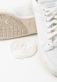 adidas Originals - CONTINENTAL 80 PRIMEGREEN VEGAN - Sneakers laag - footwear white/offwhite/green - 9