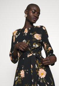 Dorothy Perkins Tall - FLORAL PRINT DRESS - Denní šaty - black - 3