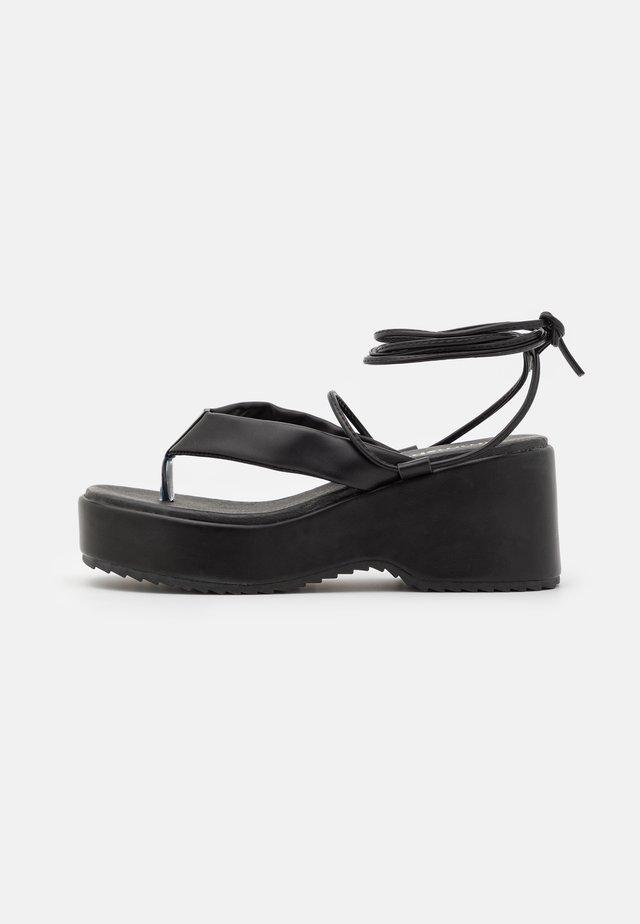 JENIFER - Sandalen met plateauzool - black