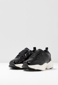 Dorothy Perkins - LOLA SKYE LINCON CHUNKY LACE UP TRAINER - Trainers - black - 4