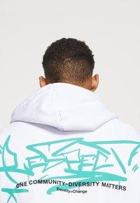 YOURTURN - UNISEX - Hoodie - white - 4