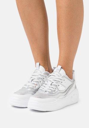 VEGAN FLAT - Sneakers basse - silver