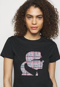 KARL LAGERFELD - BOUCLE PROFILE  - Print T-shirt - black - 3