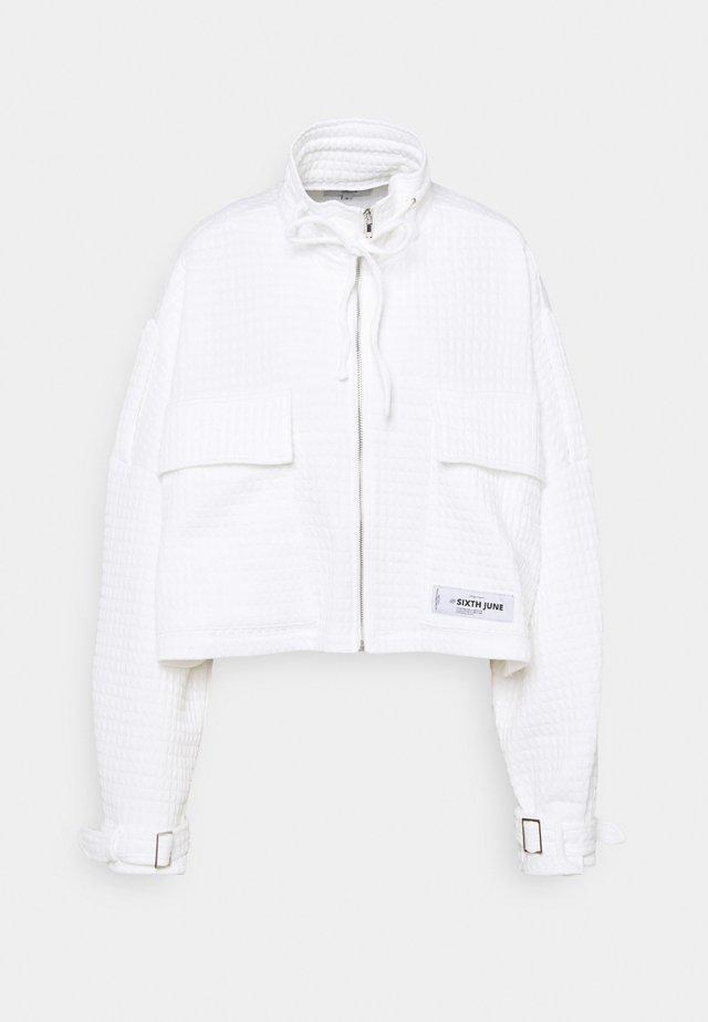 WAFFLE JACKET - Lehká bunda - white