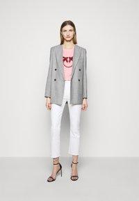 Pinko - QUENTIN - Print T-shirt - rosa - 1
