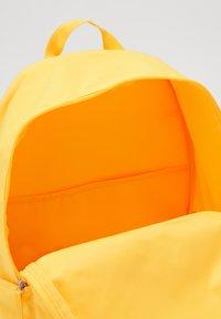 Nike Sportswear - HERITAGE 2.0 - Sac à dos - laser orange/white - 2