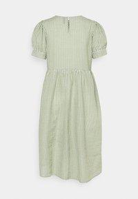 Pieces Petite - PCIDA MIDI DRESS - Shirt dress - bright white/turtle green - 1