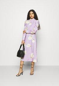 Closet - PUFF SLEEVE MIDI DRESS - Day dress - purple - 1