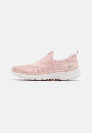 GO WALK 6 - Sportieve wandelschoenen - light pink
