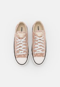 Converse - CHUCK TAYLOR ALL STAR - Trainers - beige/natural ivory/vintage white - 5