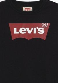 Levi's® - BATWING CREWNECK - Bluza - black - 3