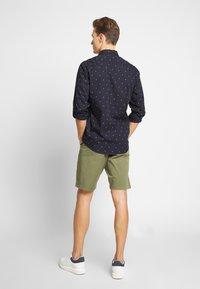 GANT - RELAXED - Shorts - deep lichen green - 2